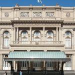 """Rouvert en 2010 après rénovation, le Teatro Colon a reçu depuis un siècle tous les grands noms de la musique et de la danse, de Caruso à Noureev, de Karajan à Astor Piazzolla, le créateur du """"nuevo tango""""."""