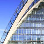 Construire pour l'avenir : récompensée en 2003 par le prix du meilleur complexe de bureau d'Europe, l'architecture très contemporaine du Berliner Bogen, tout en verre et acier, intègre un mode de climatisation écologique. Petit plus pour les 1 200 employés : six jardins d'hiver, recoins de nature intégrés au monde professionnel.