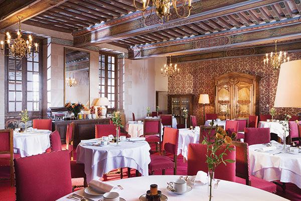 Membre de Symboles de France, le château de Gilly, en Bourgogne, organise des séminaires ponctués de dégustations avec le sommelier.