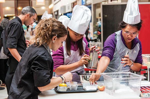 L'engouement autour des émissions de téléréalité Top Chef ou Master Chef a donné des idées aux agences incentive qui proposent des team-buildings associant créations culinaires et esprit d'équipe.