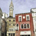 Pas de gondoles à PIran, mais une atmosphère de Venise dans cette ville longtemps dominée par sa puissante voisine. Témoin, une maison gothique ocre, cadeau d'un marchand de la Sérénissime à une belle Piranaise.