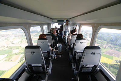 Redonnant vie au mythe des dirigeables Zeppelin, Airship Paris propose un survol de l'Île-de-France très exclusif – douze places seulement dans l'appareil – et tout en douceur.