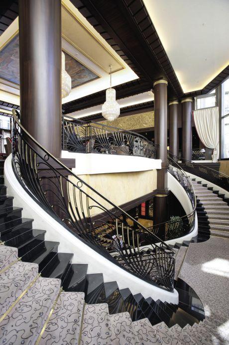 À Paris, l'Hôtel du Collectionneur est passé sous la bannière de l'enseigne Preferred. Cet ancien Hilton compense ainsi l'absence sur son fronton d'une marque globale par un label très connu, notamment auprès de la clientèle américaine.