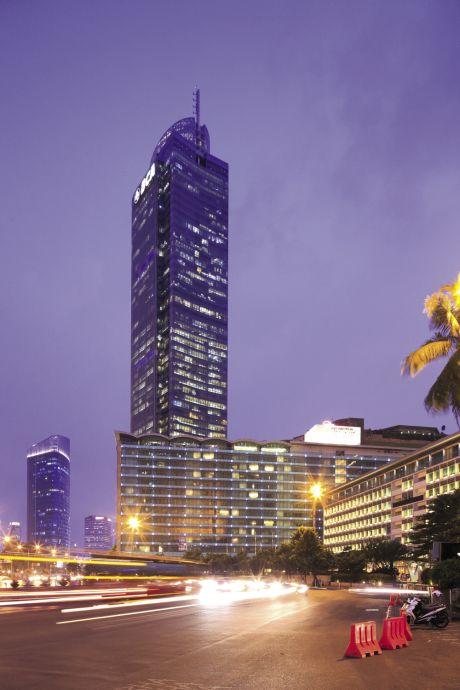 3 — Colonne vertébrale du Central Business District, l'artère Jalan MH Thamrin concentre autour d'elle l'essentiel de l'activité économique de Jakarta, les immeubles de bureaux comme les malls de luxe et les palaces de la capitale.