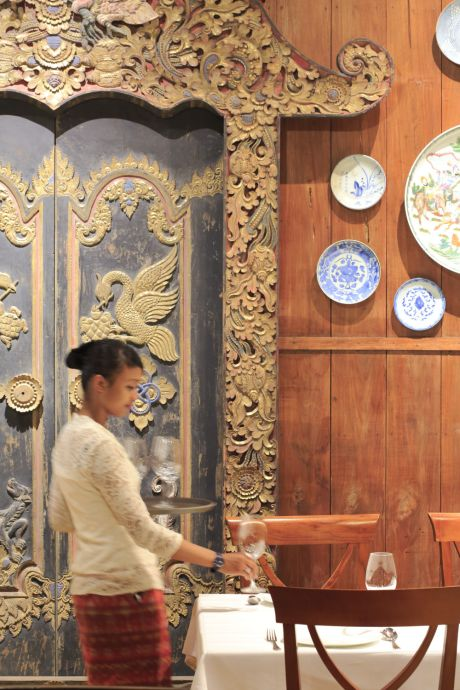 1 — Le groupe Plataran s'est fait le conservatoire du patrimoine à travers ses hôtels et restaurants, comme le Dharmawangsa, dont le décor rassemble d'anciennes maisons javanaises.