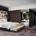 """Avec Autograph Collection, c'est la cible boutique que vise Marriott. """"Ces hôtels au style unique vont permettre de développer notre base de clientèle lifestyle"""", précise John Licence. L'enseigne compte 63 établissements, surtout aux Etats-Unis, et va rapidement s'étendre en Europe, en Afrique et en Asie pour atteindre la barre des 100 établissements fn 2015. Récemment, Starwood Hotels, qui était monté au capital de Design Hotels, a fait valoir son droit à un """"domination agreement"""", en un mot son droit à contrôler l'enseigne sans pour autant en détenir toutes les parts. Déjà très portée sur le design avec ses W et Aloft, Starwood va discrètement étoffer son offre de 350 hôtels parmi les plus séduisants du monde."""