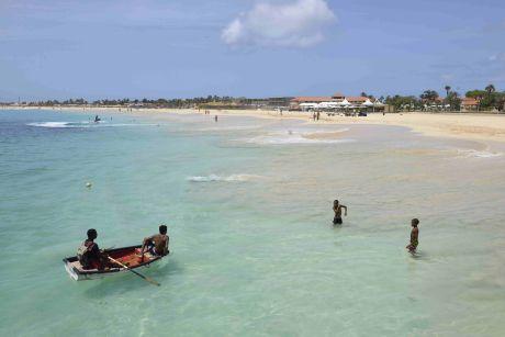 Destination favorite des amateurs d'activités nautiques, l'île de Sal tire son attractivité de ses plages sans fin et de ses eaux toujours chaudes.