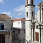 Même le baroque de la cathédrale San Cristobal semble maîtriser son exubérance pour ne pas troubler la sublime harmonie d'Havana Vieja, la vieille ville de La Havane classée à l'UNESCO depuis 1981.