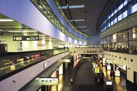 Un aéroport à taille humaine, vitrine de la culture autrichienne.