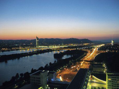 Le Danube – Donau en allemand – fait le pont entre le futur et le passé de Vienne.