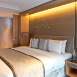 Hébergé dans les derniers étages du Shard, le Shangri-La promet une luxueuse ivresse des sommets.