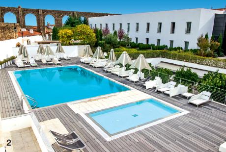 2 — Design et histoire : l'hôtel M'ar de Aqueduto réactualise l'art de l'accueil.