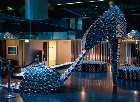 Au Troia, une chaussure design à partir de casseroles.