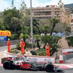 Grand prix de formule 1 le plus glamour de l'année, Monaco attire une foule de stars. Autour de cet événement, tribunes VIP et terrasse des immeubles se remplissent d'invités triés sur le volet, réunis autour de cocktails chics.