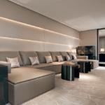 2 — Être maître en son royaume. Quoi de plus logique pour Giorgio Armani que d'ouvrir, au coeur même de la ville qui a vu naître sa griffe, un hôtel mettant en valeur sa façon très contemporaine de l'épure.