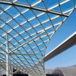 En 2005 déjà, Milan voyait la réhabilitation d'une friche industrielle dans sa proche banlieue en un parc d'expositions ultra futuriste, avec pour colonne vertébrale une immense composition de verre et d'acier signée Massimiliano Fuksas.