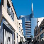 2 — Des tours d'affaires tout en verre, des immeubles résidentiels conçus comme des forêts et de larges espaces laissés aux piétons : l'aboutissement l'an dernier du projet Porta Nuova marque la renaissance magistrale d'un quartier oublié à proximité du centre-ville.