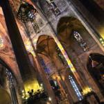 La monumentale silhouette de la cathédrale de Palma domine l'ancien port de la ville. Son intérieur gothique, splendide, est agrémenté de touches modernistes signées Gaudi et d'une chapelle contemporaine réalisée par l'artiste majorquin Miquel Barcelo.