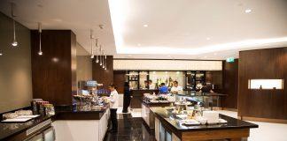 La salle de restaurant du salon Premium Etihad Airways, à Abu Dhabi (DR)