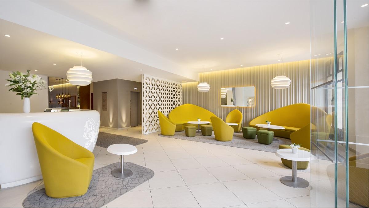 l 39 holiday inn paris gare de l 39 est prend des couleurs. Black Bedroom Furniture Sets. Home Design Ideas