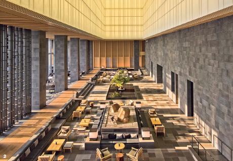 2 — Pour sa première incursion au coeur d'une ville d'affaires, Aman Resorts a choisi Tokyo. Un choix logique pour ce groupe ultra luxueux, son sens aigu du design épuré entrant en résonance avec l'esthétique japonaise.