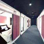 Conçus pour dépanner les salary men après une soirée arrosée, les hôtels capsule montent en gamme.