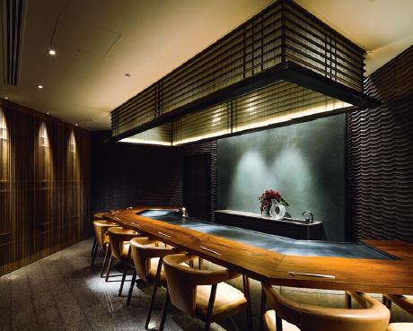 Go, un restaurant teppanyaki de luxe et de poche – sept couverts seulement – au coeur du Palace Hotel.