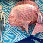 1 — Les boutiques chics du quartier de Ginza exposent dans leurs devantures des éléments décoratifs qui, pour certains, peuvent décontenancer les non-Japonais.