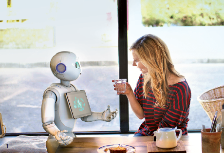 Développé par la start up française Aldebaran, fliale du groupe japonais Soft- Bank, Pepper (1) est le premier robot émotionnel conçu pour vivre au contact des humains. Cet été, les 1 000 premiers exemplaires mis en vente se sont vendus en moins d'une minute ! Apparus récemment dans trois hôtels Aloft et Crowne Plaza de la Silicon Valley, les robots Dash (2) et A.l.o (3) préfigurent de leur côté le service hôtelier de demain.