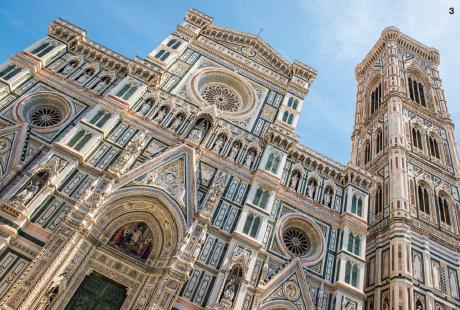 3 — Campanile de Giotto, coupole monumentale de Brunelleschi et à l'intérieur des oeuvres de Vasari, de Ghirlandaio : le Duomo de Florence réunit les meilleurs artistes de la Renaissance.