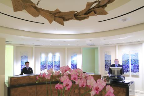 Le Loews Regency, l'ancien Mandarin Oriental, conserve les valeurs fortes du lieu : du luxe et des vues à tomber.