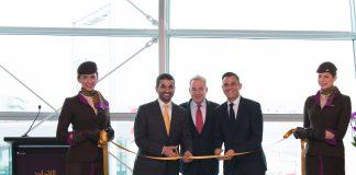 James Hogan, Hareb Almuhairy et Martin Drew, inaugurant le salon à JFK