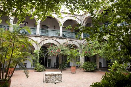 Sur les hauteurs de Carthagène, le couvent de la Popa offre au visiteur le calme de son patio ombragé, en plus d'une vue sublime au coucher du soleil.