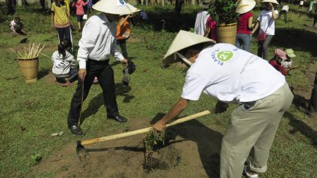 Dans le cadre de son programme Plant for the Planet, AccorHotels reverse la moitié des économies d'eau et de blanchisserie réalisées à travers le non-changement du linge de bain au collectif Pur Projet, qui oeuvre en faveur du climat par la reforestation