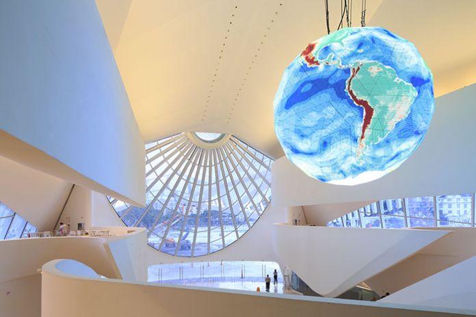 En choisissant d'exposer le futur de l'humanité au musée de demain, c'est aussi son propre avenir que Rio met en avant.