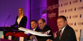 Les dirigeants de Qatar Airways présentant les nouvelles destinations à Berlin