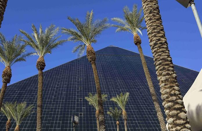 las vegas hotel luxor pyramid