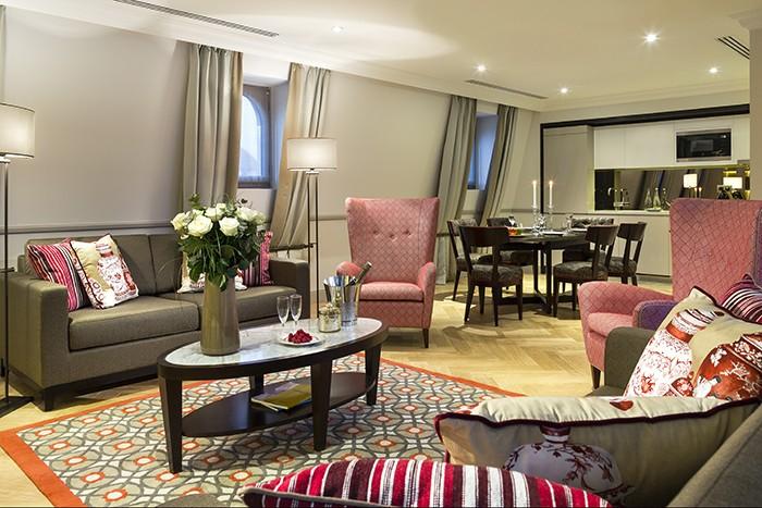 Suite Tour Eiffel living room
