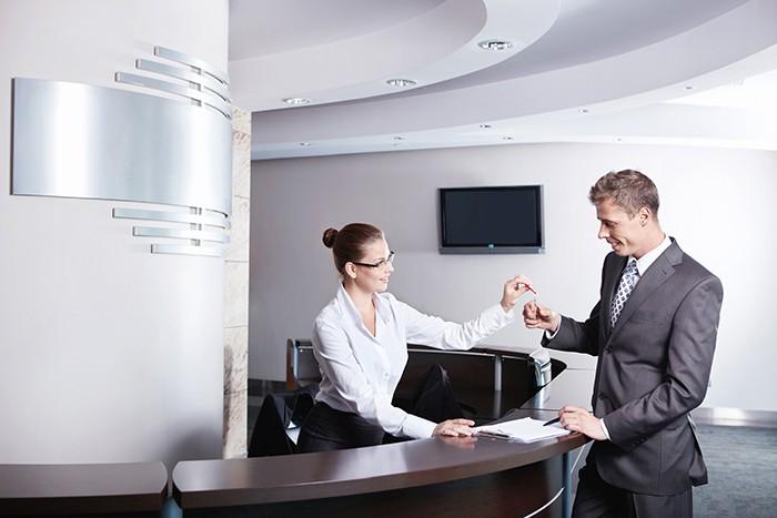Solution adaptée aux dépenses hôtelières, et à la volonté des entreprises de rationaliser ce poste budgétaire, la carte virtuelle trouve de plus en plus sa place dans les agences de voyages.