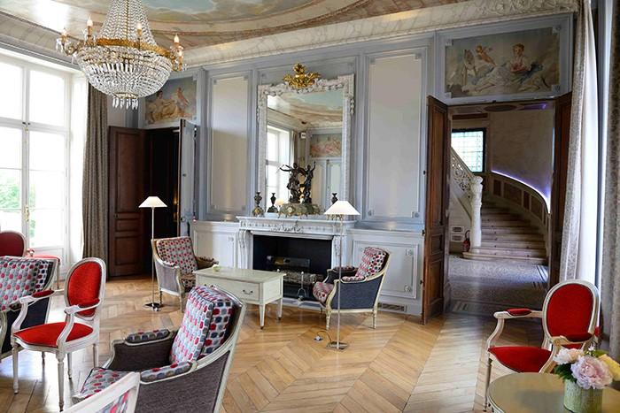 Boiseries et plafonds peints au château Sainte Sabine.