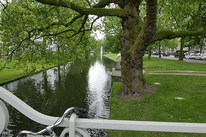 Une balade à vélo le long de l'eau.