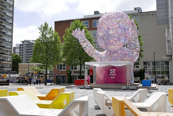 La place Schouwburgplein, au coeur de la ville.