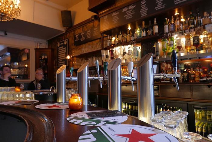 Le bar De Witte Aap, élu meilleur au monde.