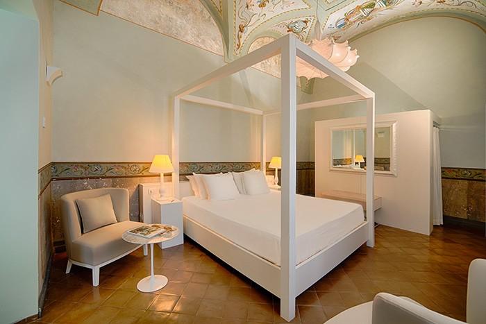 Les groupes hôteliers ont aussi leurs pépites. Au Portugal, le Convento do Espinheiro (2) est un membre éminent de la Luxury Collection de Starwood Hotels. De son côté, le Convento di Amalfi fait partie de NH Hotels.