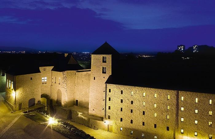 Le groupe Hôtels et Patrimoine entend donner une destination touristique à de hauts lieux de l'histoire de France, à l'image du château fort de Sedan (3) ou de l'abbaye de Sorèze (6), que les groupes affaires peuvent découvrir en toute intimité.