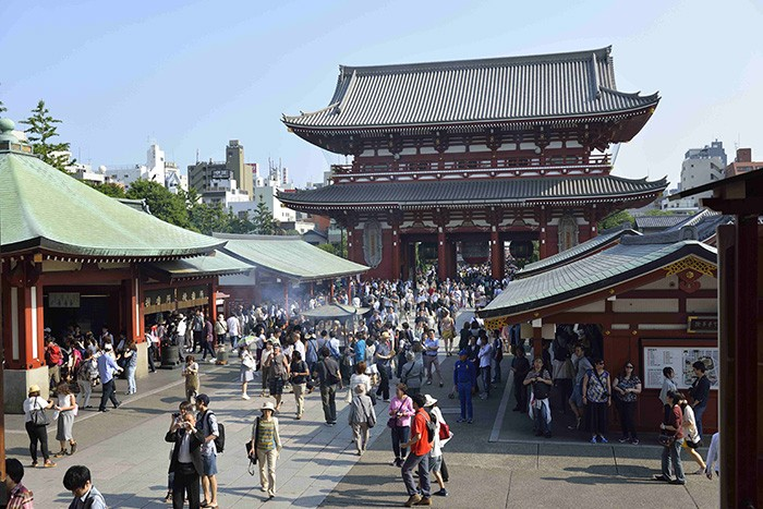 Dans le quartier populaire d'Asakusa, le temple Senso-ji est le lieu de vénération le plus fréquenté de Tokyo.
