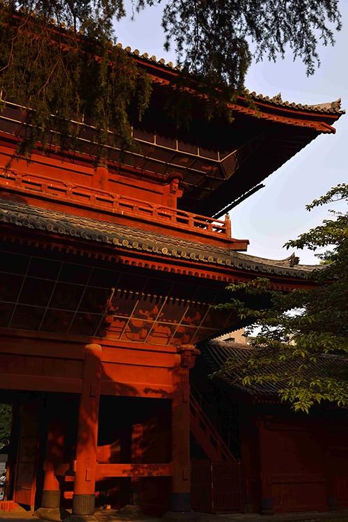 Le temple Zojo-ji a été édifié à la demande de Tokugawa Ieyasu, le shogun qui a fait de Tokyo la ville la plus importante du Japon et ouvert ainsi l'ère Edo (1603-1868).