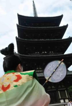 Élevée en 730 et conservée en l'état depuis le XVe siècle, la pagode à cinq étages du temple Kofuku-ji fait partie des nombreux trésors de Nara classés au patrimoine mondial.