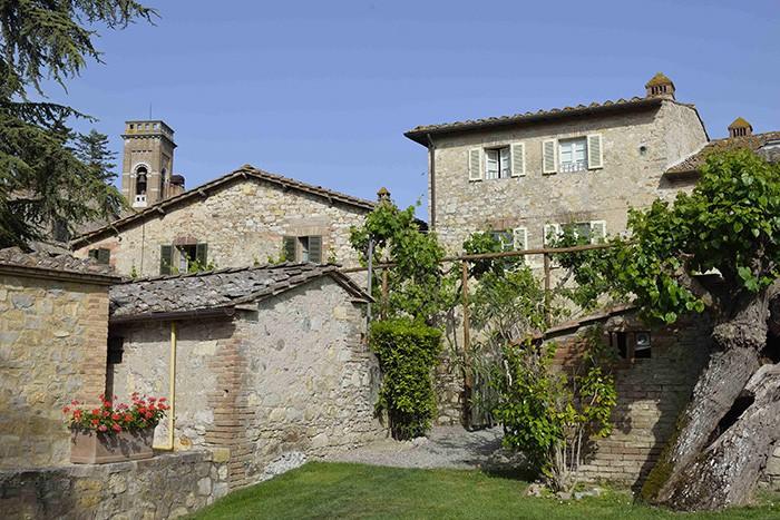 C'était un village typique du Chianti, avec ses couleurs douces, sa végétation accueillante, son église romane et ses bâtiments médiévaux. C'est aujourd'hui un hôtel cinq étoiles, le Borgo San Felice.