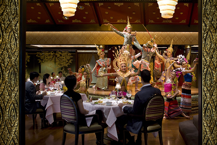 bangkok-restaurant-sala-rim-naam-dancers-5